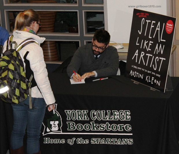Kleon signs books